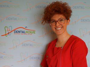 Francesca Papale assistente alla poltrona della clinica per bambini Dental House Kids
