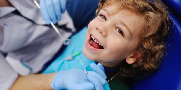 Un bambino la prima volta dal dentista