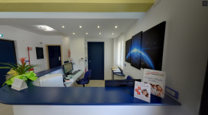 Foto panoramica dell'accettazione della clinica Dental House Kids