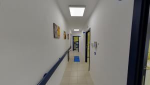 Altro corridoio della clinica Dental House Kids