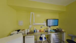 Postazione strumenti della clinica Dental House Kids