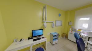 Foto della sala per le visite della clinica Dental House Kids